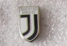 Juventus Under 23 Juve Calcio Insignes De Football Badges Insignias De FÚtbol Fußball-Abzeichen Torino - Calcio