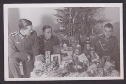 AK / WK 2 / Soldaten / Weihnachtsbaum / Geschenke  ..   ( E 680 ) - Weltkrieg 1939-45
