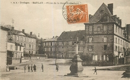 24 SARLAT Place De La Sous Prefecture Animée - Sarlat La Caneda