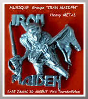 """SUPER PIN'S MUSIQUE Heavy METAL : Groupe """"IRAN MAIDEN"""" Anglais Heavy METAL En Tournée, Zamac 3D Argent, Format 4X4cm - Musique"""