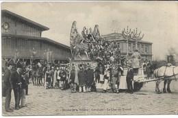 CPA PARIS XIX ème Arrondt    Abattoirs -Marché De La Villette -Cavalcade -Le Char Du Travail   N°47  état : Petits Plis - Arrondissement: 19