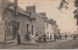 DOYET - Rue Marceau. Personnages Au Premier Plan. Carte Animée - Francia