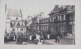 CARTE PHOTO PAVILLY Rassemblement Devant La Mairie (1905) - Pavilly