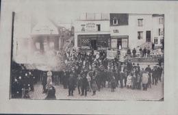 CARTE PHOTO NEUFCHATEL En BRAY Rassemblement Magasin L. COUTUREAU QUINCAILLERIE (1905) - Neufchâtel En Bray
