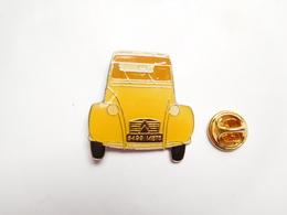 Beau Pin's , Auto 2 CV Citroën , 2 CH , Jaune ; Signé Qualité Collectors - Citroën