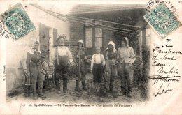 12544   ILE D OLERON  SAINT TROJAN LES BAINS  UNE FAMILLE DE PECHEURS - Ile D'Oléron
