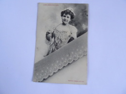 CPA  03 Les Dentelles . Edition Bergeret .Dentelle De Saxe. 1905 Publicité Au Dos Madame BOUCOT à VICHY   TBE - Femmes