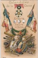 """CPA SYSTÈME À ROUE EN RELIEF """"CALENDRIER DE LA CLASSE """" DRAPEAUX TAMBOUR CASQUE SABRE ..ÉCRITE - Postcards"""