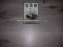 """Bidprentje Bemanning O.807 """"Maurice"""" In 1977 ;Oostende ;Pincket;Groenvynck;   Visserij - Images Religieuses"""