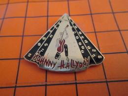 520 Pin's Pins / Beau Et Rare  / THEME MUSIQUE : JOHNNY HALLYDAY AVEC SA GUITARE EN ALLUMETTES - Musique