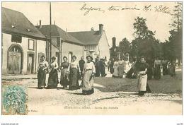 18.AUBIGNY S NERE.n°27571.SORTIE DES ATELIERS - Aubigny Sur Nere