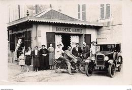37  . N° 53797. PERRUSSON. Moto. Voiture. Boucherie Gerault.. Peugeot. Carte Photo - Other Municipalities