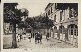 ALBI : Ecole Jeanne D'Arc - Cour Des Arcades Et Les élèves - Albi