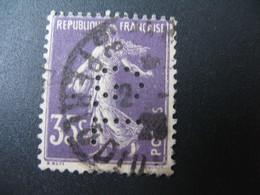 Perforé  Perfin  Référence Ancoper France  :  GL81 - France