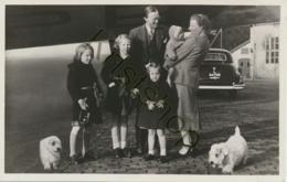 Ned. Kon. Familie Soesterberg - Terug Van Vacantie Uit Zermatt 17 April 1948  [AA48-0.439 - Königshäuser