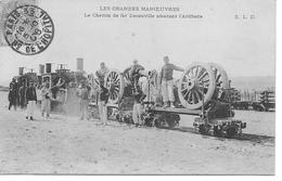 LES GRANDES MANŒUVRES -LE CHEMIN DE FER DECAUVILLE AMENANT L'ARTILLERIE Militaria - Manoeuvres
