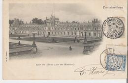 FONTAINEBLEAU.  CPA Voyagée En 1903 Le Château Cour Des Adieux - Aile Des Ministres. Timbre Taxe 5 Centimes - Fontainebleau