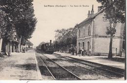 24 Le Pizou La Gare De Soubie, Avec Train. Angle De Prise De Vue Pas Vu Sur Delcampe - Frankreich
