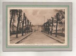 CPA (60) MONTATAIRE - Aspect De La Rue De La Gare Vers L'Hôtel De Ville Dans Les Années 30 - Montataire