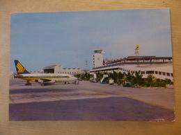 AEROPORT / AIRPORT / FLUGHAFEN     SINGAPORE INTERNATIONAL  B 737 SINGAPORE AIRLINES - Aérodromes