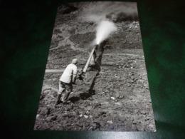 PHOTO (13.5 X 20.4) CHINE CHINA A WORKER CUTTING TIN ORE WITH HIGH PRESSURE HYDRAULIC GIANT IN GEJIU - Métiers
