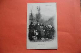 (C1). CPA 15 CANTAL. En Auvergne. Groupe Sympathique. Collection Gély. - Other Municipalities