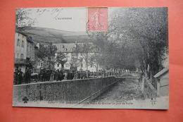 (C1). CPA 15 CANTAL CHAUDES AIGUES CHAUDESAIGUES. Place Du Gravier Un Jour De Foire. - Altri Comuni