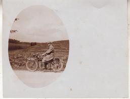 Homme Sur Moto - Man Op Moto - Photo 9 X 11.5 Cm - Cyclisme
