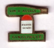 N224 Pin's Vin Eguisheim Alsace Pierre Henry Ginglinger Achat Immédiat - Getränke