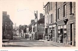 51 . N° 101593  . Cpsm .9x14 Cm  .sezanne .la Rue De Paris .cafe Tabac . - Sezanne