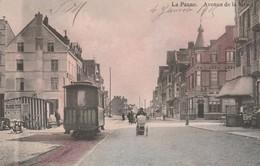 CPA COULEUR:BELGIQUE LA PANNE TRAMWAY FEMME LANDAU AVENUE DE LA MER..ÉCRITE - Belgium