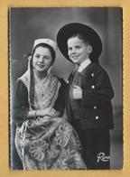 C.P.M. Plougastel-Daoulas - Enfants En Costume De Fête - Costumes