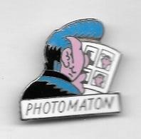 Pin's  Personnage  B D  LUCIEN  Sur  Publicité  PHOTOMATON - Fotografie
