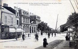 44  SAINT NAZAIRE   LA  RUE AMIRAL  COURBET  HOTEL DES POSTES - Saint Nazaire