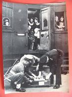 Photo De Presse 1946 Lutte Contre Le Marché Noir En Gare De KREFELD Allemagne - Krieg, Militär