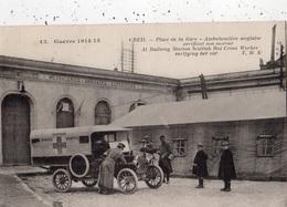 CREIL GUERRE 1914 1915 PLACE DE LA GARE AMBULANCIERE ANGLAISE VERIFIANT SON MOTEUR - Creil