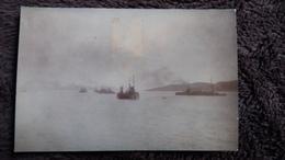 CPA  BATEAUX DE GUERRE ESCADRE FRANCAISE FAISANT LE CHARBON ILE DE ZANTE  LE VOLTAIRE NAVARIN GRECE 1915 TIMBRE ENLEVE - Warships