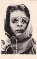 AK Foto Frau Mit Kapuze Und Sonnenbrille - Ca. 1950 (47585) - Mode