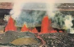 Postcard Eruption Of Mauna Loa Volcano Hawaii My Ref  B14001 - United States