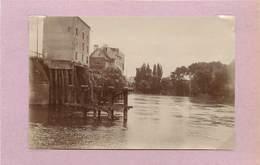 POISSY (yvelines) -   Pont Et Maisons, Moulin (photo Vers 1900, Format 11cm X 7,2cm). - Lieux