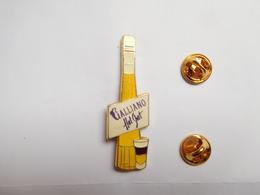Superbe Big Pin's ; Boisson , Cocktail Galliano Hot Shot , Signé Corner Coinderoux - Cinéma