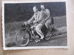 Photo Format : 12 X 9 Cm - MOTO TERROT - LES RICEYS 1943 - Motos