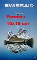 Reproduction D'une Photographie Ancienne D'une Publicité D'un Avion Swissair Passant Au Dessus D'un Lac - Reproductions
