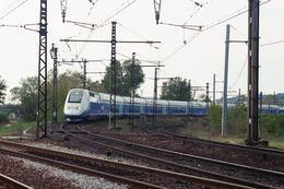 Chasse Sur Rhône (69 - France) 22 Octobre 1998 - Une UM De TGV Duplex Va Traverser Le Pont De L'Europe - Trains