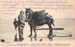 Nieuport - Pêche De La Crevette, Dans Le Sable Avant Le Pêche En 1906 - Nieuwpoort