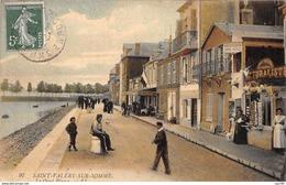 80 .n° 108984 . Saint Valery Sur Somme . Marchand De Cartes Postales .le Quai Blavet  . - Saint Valery Sur Somme