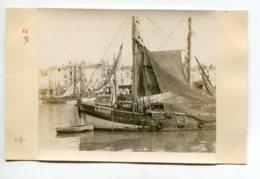 PHOTOGRAPHIE 0004 LA ROCHELLE Bateaux De Peche Dans Le Port     Dim 10,3 Cm X 8,20  Cm - La Rochelle