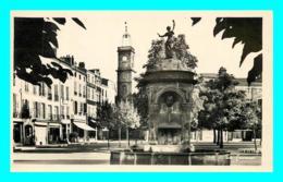A807 / 143 63 - ISSOIRE Place De La République - Issoire