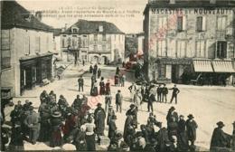 46.  LIMOGNE .  Avant L'ouverture Du Marché Aux Truffes  . CPA Animée ; - France