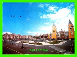 LIMA, PÉROU - PLAZA DE ARMAS, PALACIO DE GOBIERNO Y CATEFRAL - GRAND-PLACE, PALAIS DU GOUVERNEMENT ET CATHÉDRALE - - Pérou